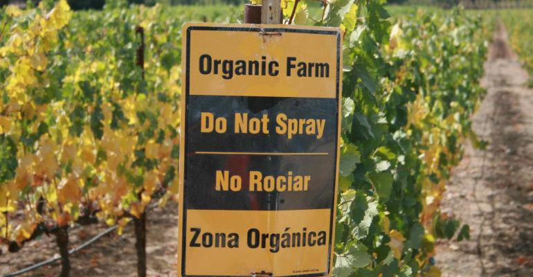 Organic farms support more species